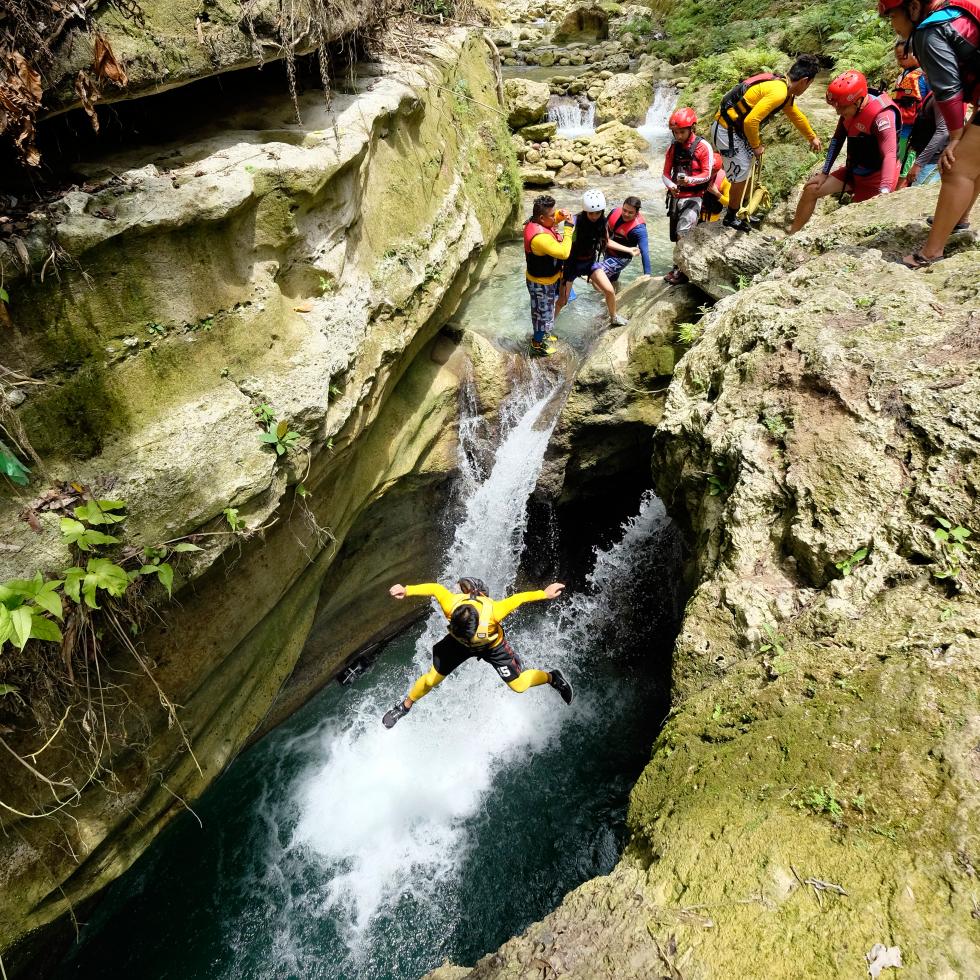 kanyoing Kawasan falls
